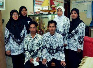 seragam batik guru sekolah lengan panjang muslimah terbaru