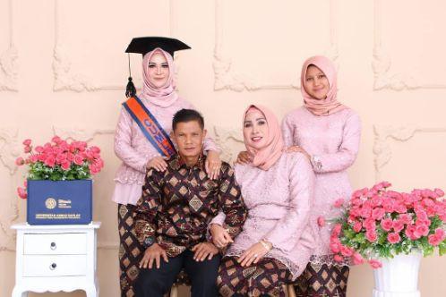 Seragam Batik Keluarga Untuk Wisuda